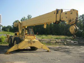 Pettibone 15 Ton Crane photo