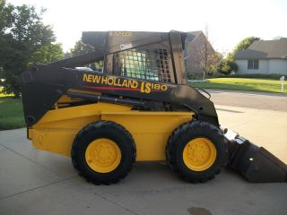 2004 Holland Ls180 Skidsteer photo