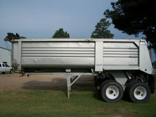 2005 Clement Dump Trailer photo