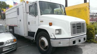 1999 Freightliner Fl60 photo
