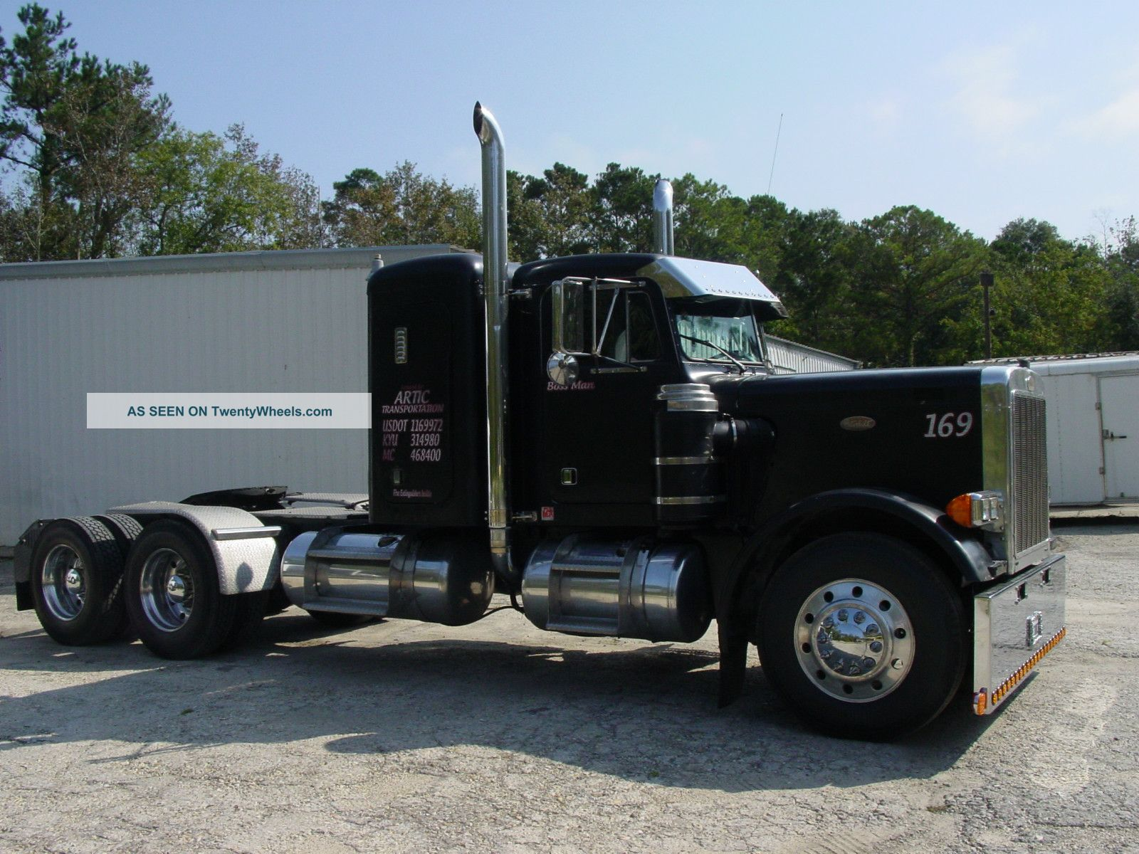 1975 Peterbilt 359 Sleeper Semi Trucks photo 2