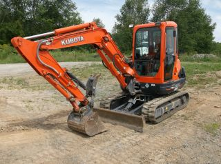 Kubota Excavator With Hydraulic Thumb photo