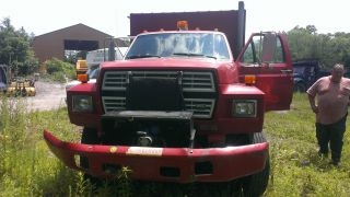1988 Ford F800 photo