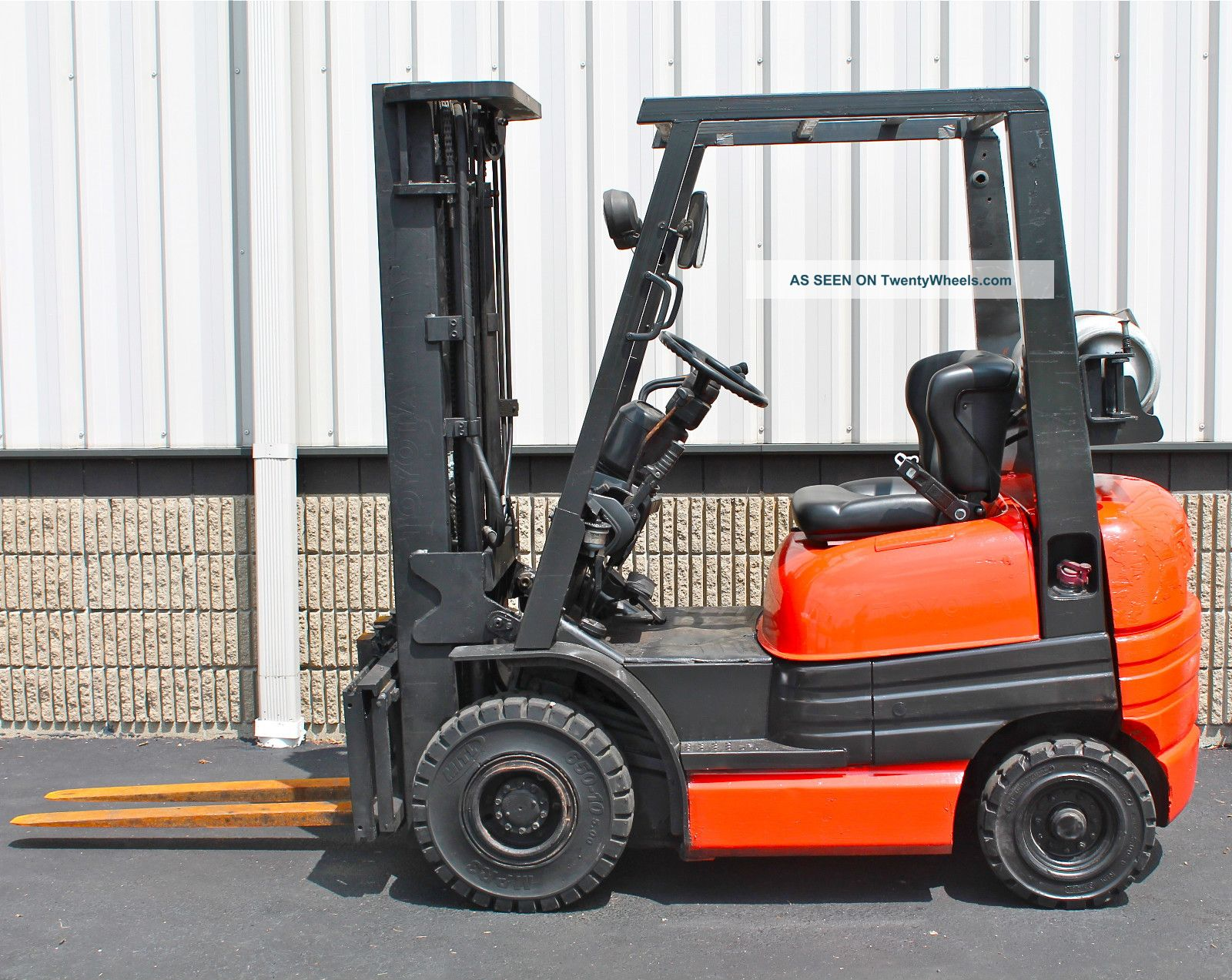 Mule Tow Tractor : Toyota fgu sn solid pneumatic forklift