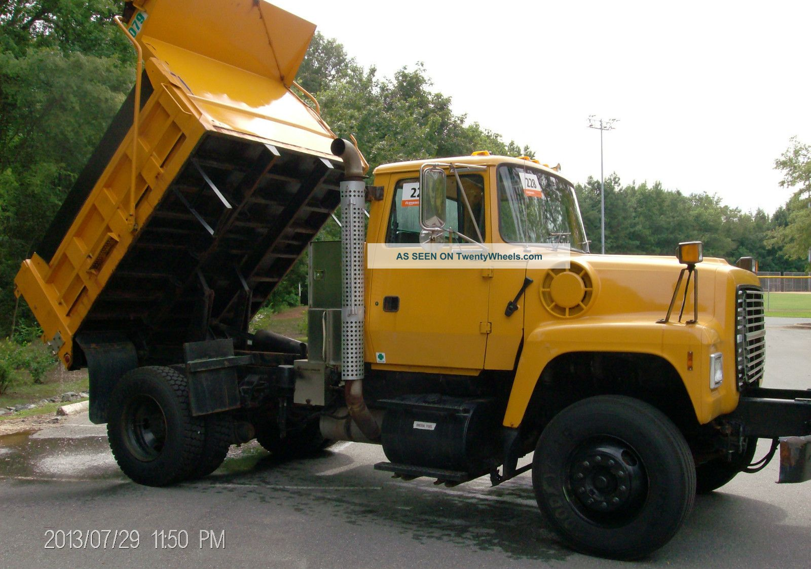 1997 Ford Lt - 9000 Dump Trucks photo