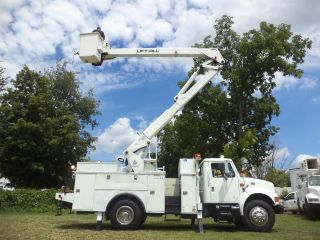 2000 International 4900 Bucket Truck photo