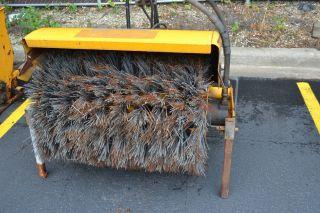 Trackless Mt Hydraulic Broom
