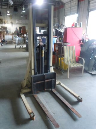 Crown 20mt Walkie Stacker Forklift 110