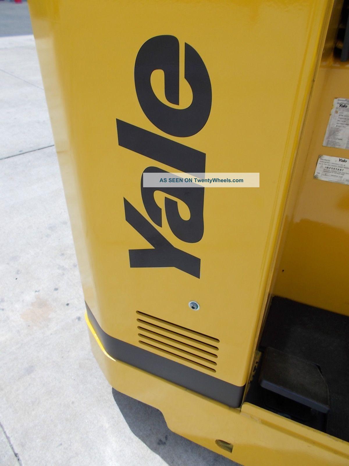 04 Yale Nr040ae Stand Up Reach Truck Narrow Aisle