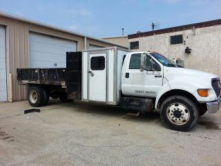 2000 Ford F - 650 photo