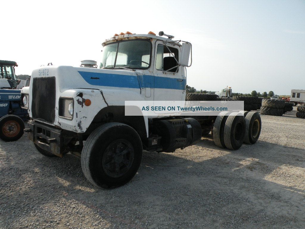 1979 Mack Tractor Truck : Mack r