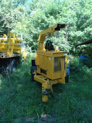 Brush Bandit 200 + Cummins Diesel 12 Inch Wood Chipper 1520 Hours photo