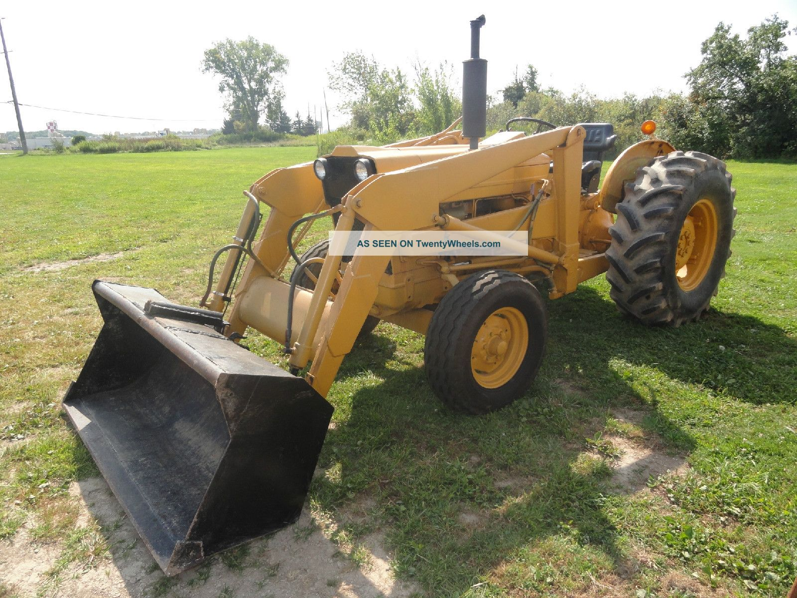 Ford 3500 Tractor : Ford industrial with front loader