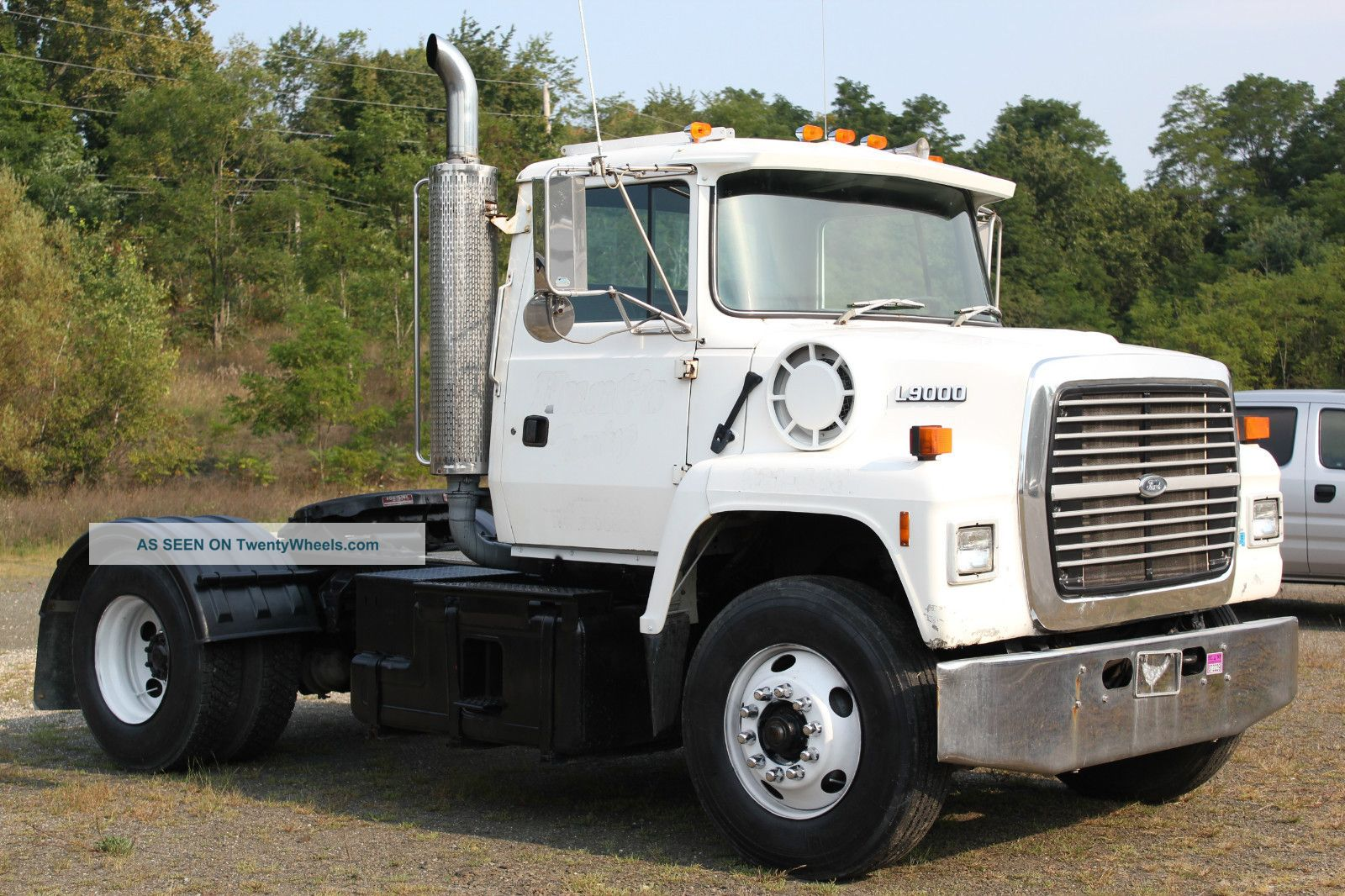 9959 2001 bobcat t200  pact track loader skidsteer as well 5271 1989 mack r model furthermore 20665 2005 freightliner sport chassis  crew cab further  additionally 30257 International loadstar. on semi truck dump trailers specs