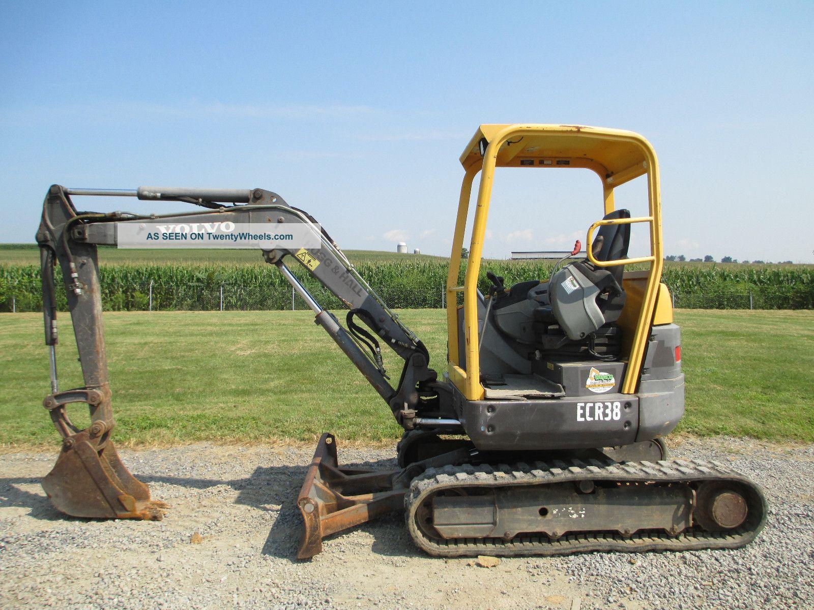 2006 Volvo Ecr38 Mini Excavator,  Zero Turn Tail,  With Only 2376 Hours,  7500 Lb. Excavators photo