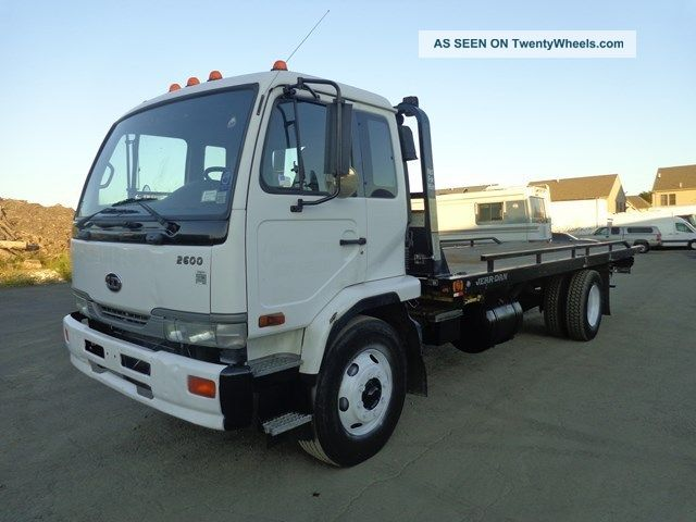 2004 Nssan Ud Ud 2600 Rollback Tow Truck