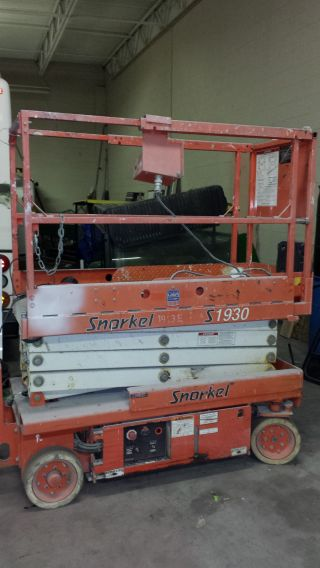Snorkel S1930 Electric Scissorlift - Extendable Platform photo