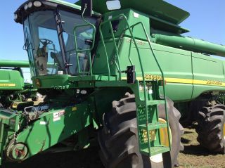2006 John Deere 9860 Combine - Very Well Maintained photo