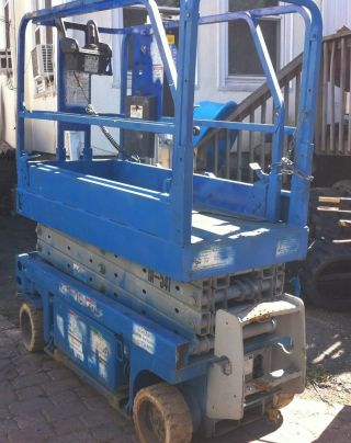 2002 Genie Gs1930 19ft Scissor Lift photo