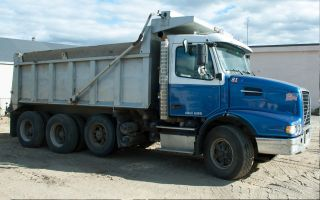 2002 Volvo Vhd 84b Tri - Axel Dump photo