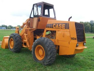 Case W24 Articulated Loader photo