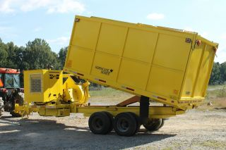 Leaf Loader Vacuum Self Contained photo