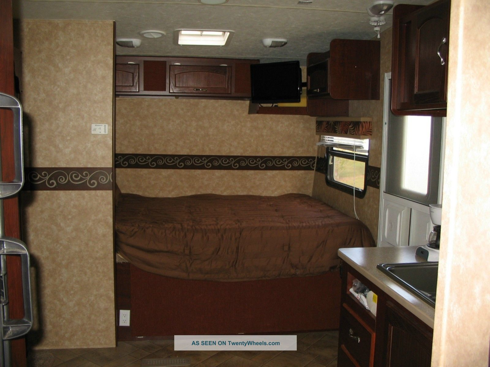 26 ' Rpm Adventure Toy Hauler With Slide Out (camper) Trailers photo 6
