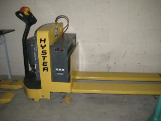 Hyster W65z Electric Pallet Jack With Charger 6500 Cap Lift 72 Inch Forks photo