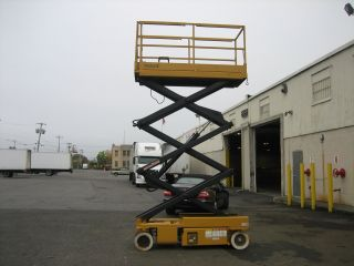 1999 Grove Sm2632e Scissorlift 20 ' Deck Hgt,  26 Work Hgt,  Fully Operational,  Hd photo