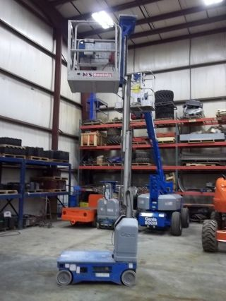 Look Genie Runabout 17.  5 ' Vertical Mast Lift Jlg Skyjack photo