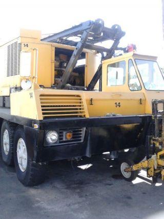 140 Ton P&h 9125 Truck Crane.  P&h 9125 Tc Crane.  P&h Lattice Boom Truck Crane photo