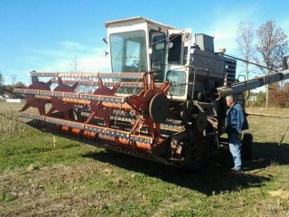 Gleaner K Combine W/ 13 ' Grain Head photo