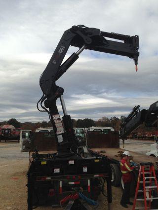 Powerful Hiab 400 - 2 Knuckleboom Crane photo