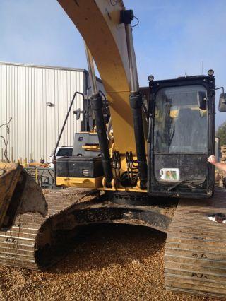 Caterpillar 324e Excavator photo