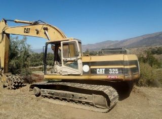 Caterpillar 325 - L Hydraulic Excavator photo