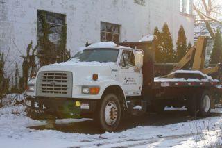 1998 Ford F800 Automatic 5200 Lb Crane Truck photo