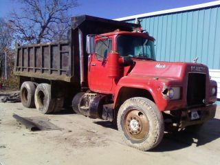 1989 Mack Tandem Dump Truck photo