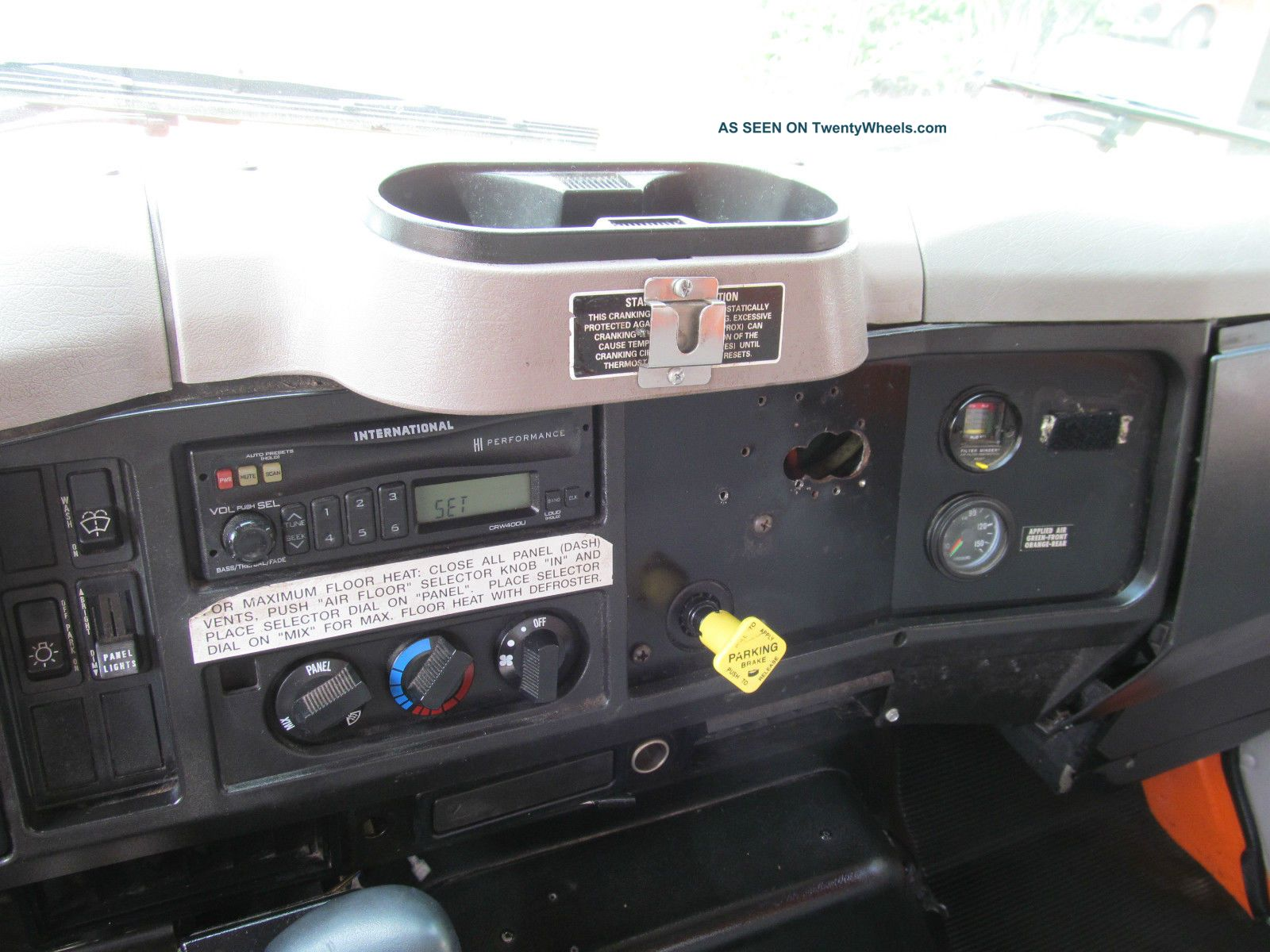 2002 International 4700 Dt466 - E