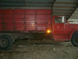 Dodge 600 Grain Truck photo