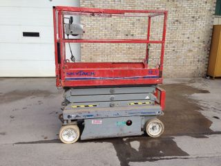 Skyjack Scissor Lift 3219 photo