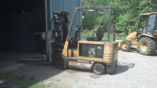 Caterpillar Forklift Model 2ec30 With Battery Charger photo