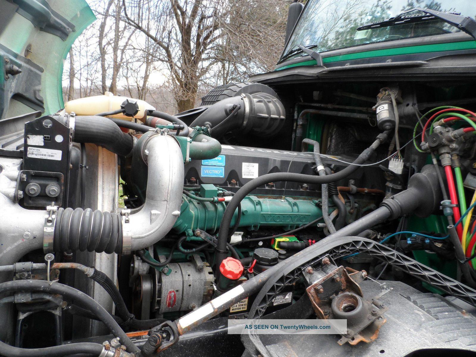 2009 Volvo Vnl 670 Sleeper Semi Trucks Photo 6