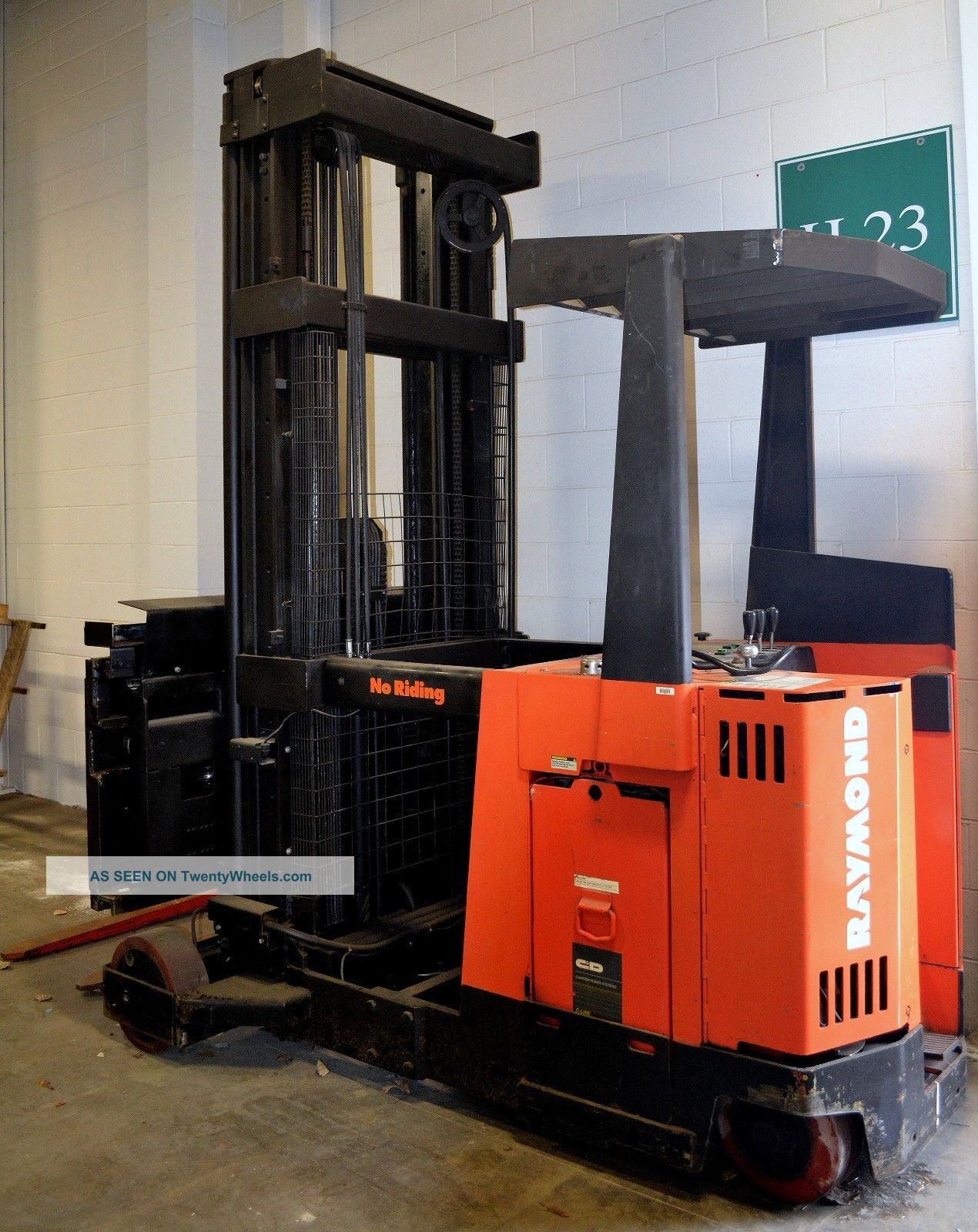 Raymond Stand Up Swing Reach Forklift Fork Truck 36v Electric