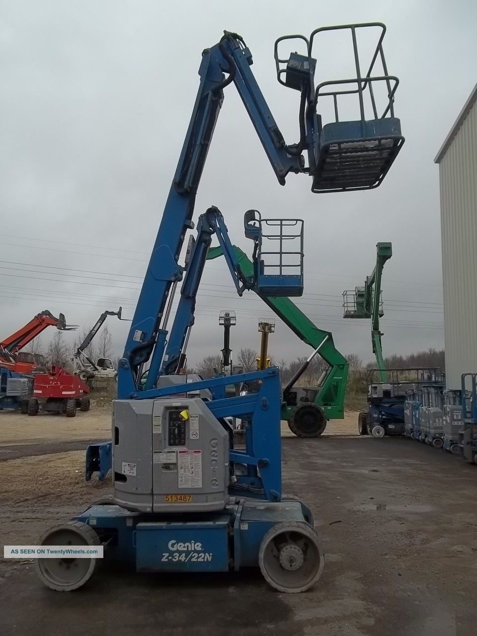 40 Boom Lift : Look genie narrow electric articulated boom lift