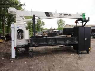 2004 National 20.  000lb 37 Ft Crane photo