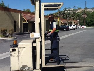 Crown Orderpicker Forklift Electric 20 Foot Lift Height photo
