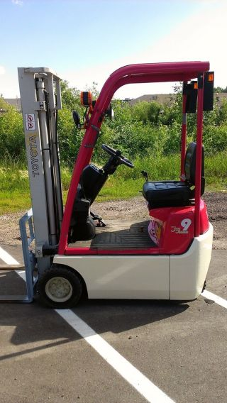 2008 Compact Toyota 2000lb Pneumatic Tire Forklift photo