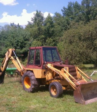 Early 1980s Case 480d Backhoe And Loader.  With Extendahoe. . photo