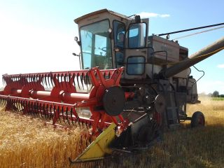Gleaner E - 3 Combine photo