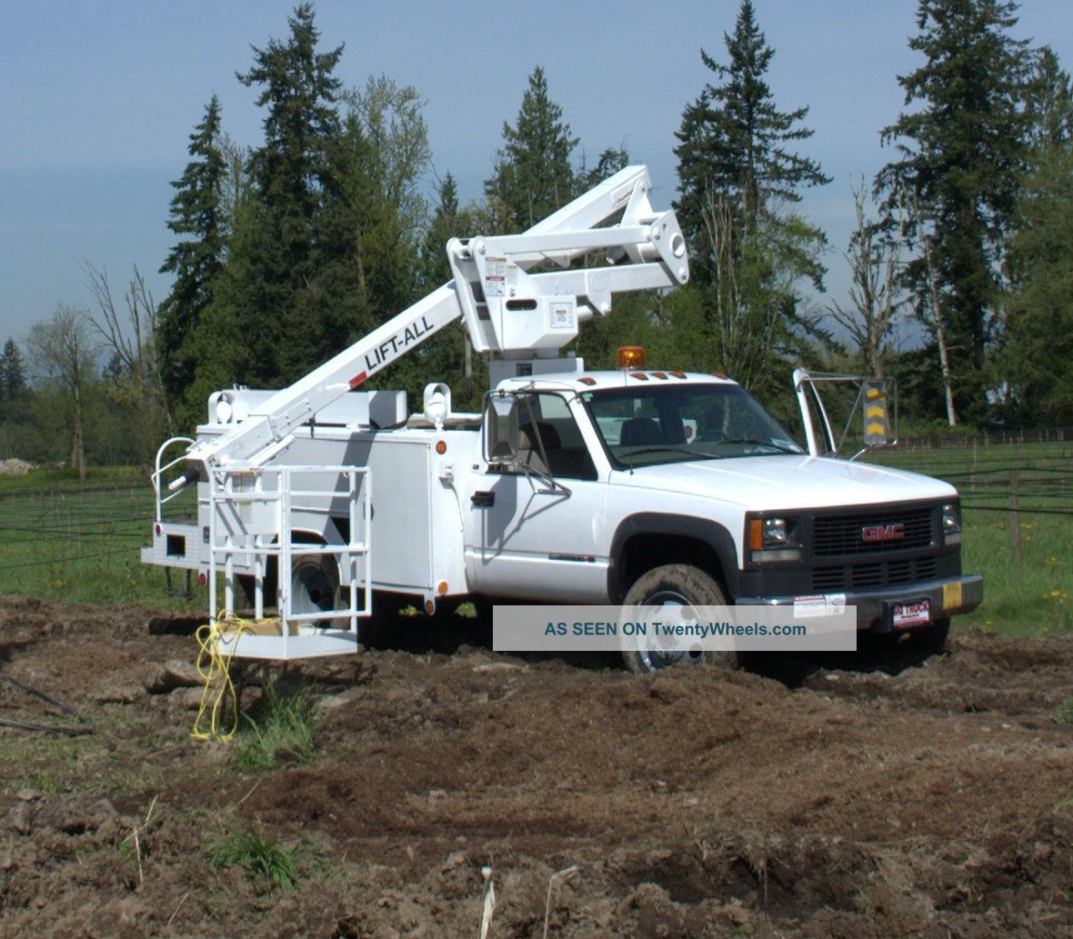 Bucket Truck Bucket / Boom Trucks photo